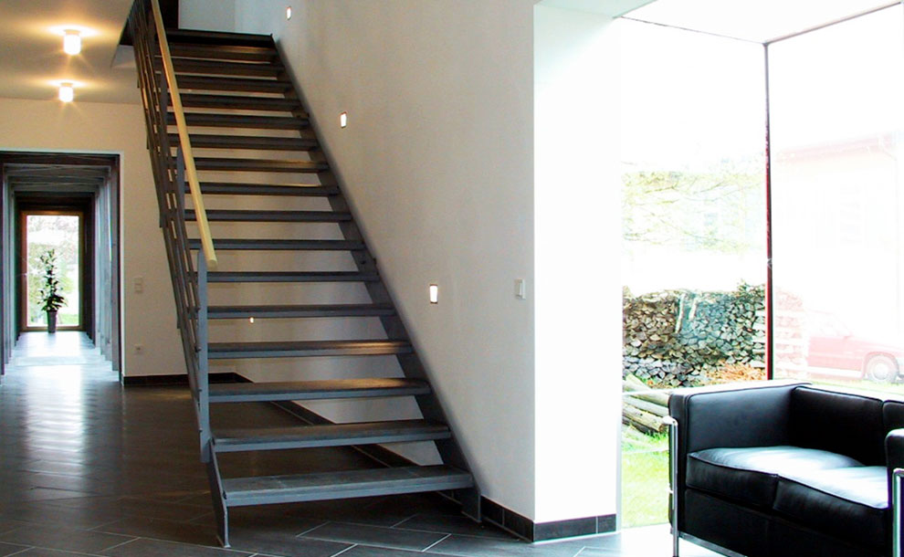 treppe modern elegant schwebende treppe holz modern glas. Black Bedroom Furniture Sets. Home Design Ideas