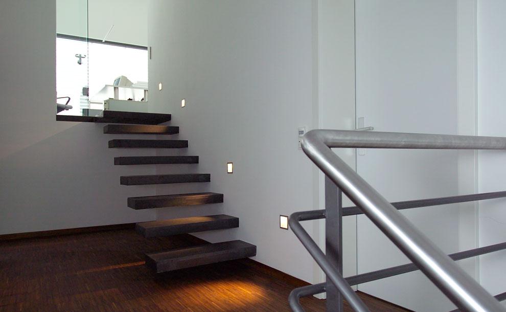 smarthaus treppe beleuchtung archi viva architekten. Black Bedroom Furniture Sets. Home Design Ideas