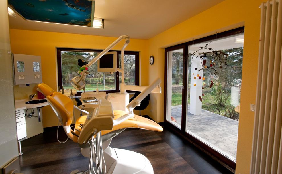 pin umbau bungalow bruetten spiegelberg wohnheim bibliothek 21 stuttgart on pinterest. Black Bedroom Furniture Sets. Home Design Ideas